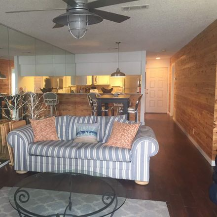 Rent this 2 bed townhouse on Horseshoe Bay