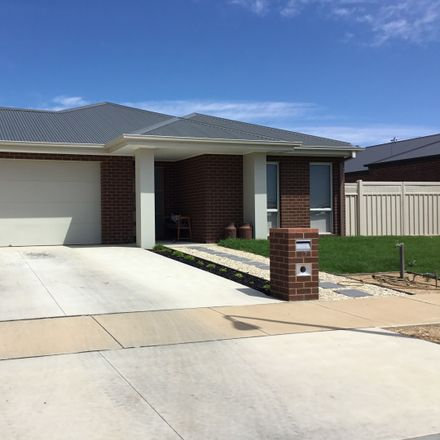 Rent this 4 bed house on 27 Daylesford Crescent