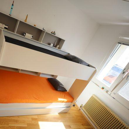 Rent this 3 bed room on Eslarngasse 17 in 1030 Vienna, Austria