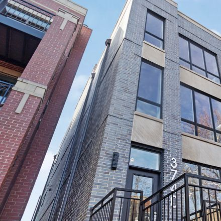 Rent this 3 bed duplex on North Clifton Avenue in Chicago, IL 60613