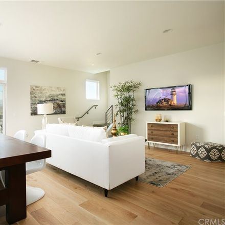 Rent this 3 bed townhouse on Waverly Dr in Los Angeles, CA