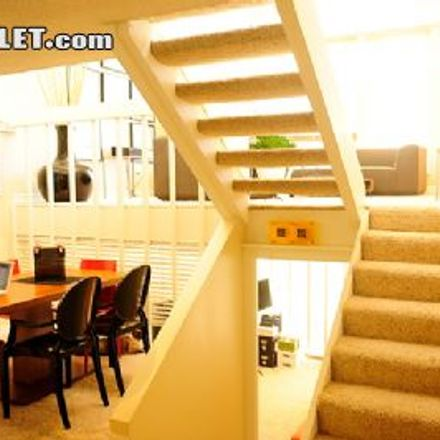 Rent this 2 bed townhouse on 3526 Pacific Avenue in Los Angeles, CA 90292