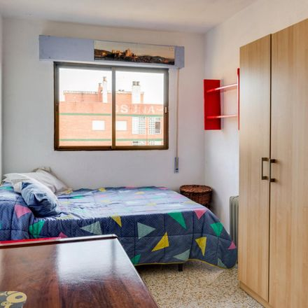 Rent this 3 bed room on Calle Henríquez de Jorquera in 18011 Granada, Spain