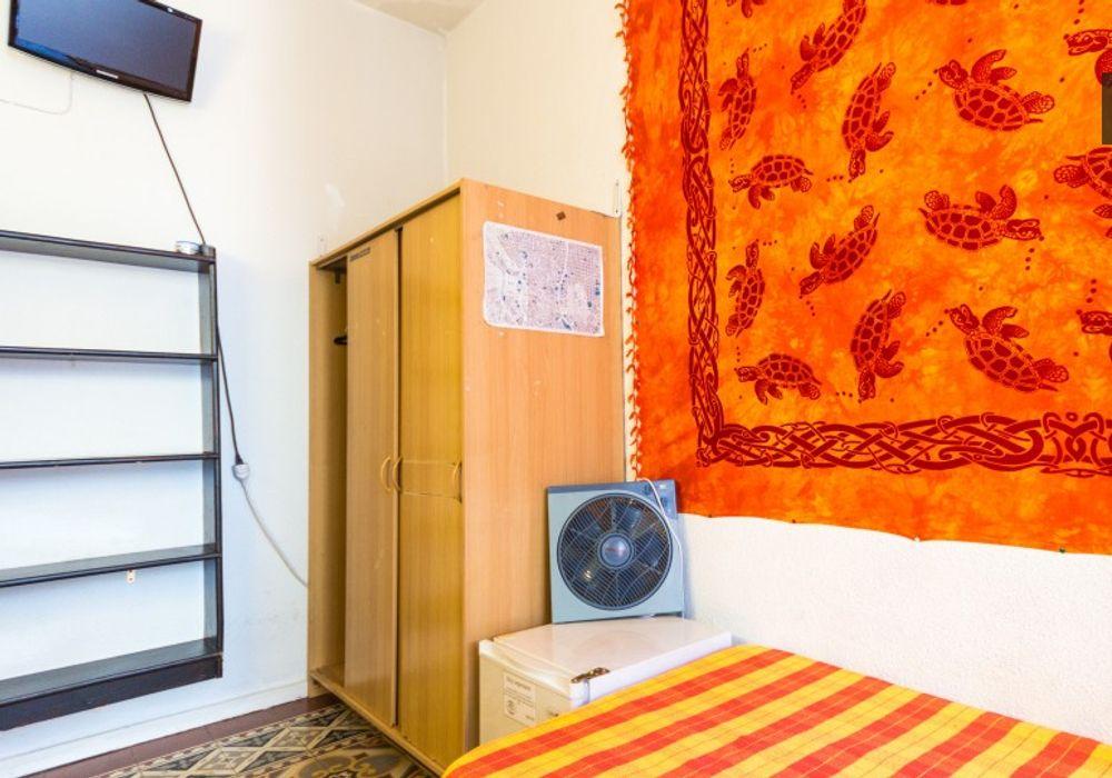 7 Bed Apartment At Bombay Masala Calle De San Bernardino 1
