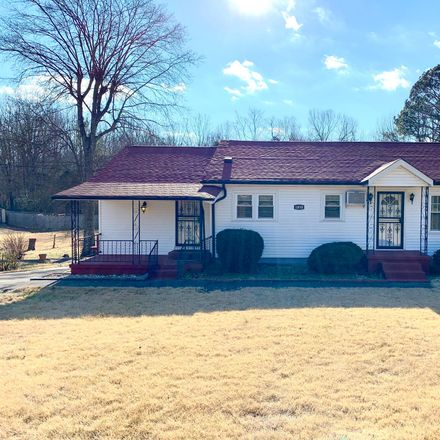 Rent this 3 bed house on Cumberland Heights Rd in Clarksville, TN