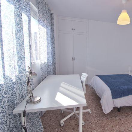 Rent this 5 bed room on Carrer del Serpis in València, Valencia