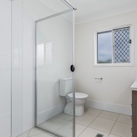Rent this 3 bed apartment on 15/10 Creek St