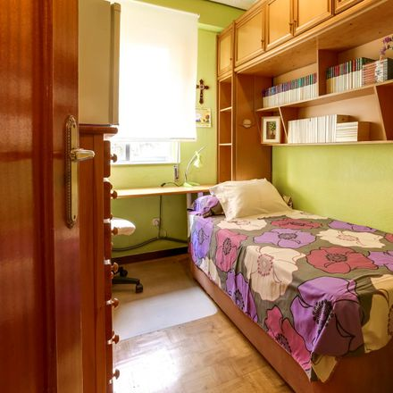 Rent this 3 bed room on Bar Maype in Calle Valderrodrigo, 28001 Madrid