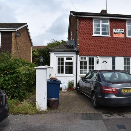 Rent this 3 bed house on Harries Way in Chiltern HP15 6UE, United Kingdom