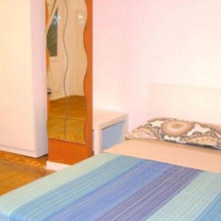 Rent this 7 bed room on Plaza de las Salesas in 10, 28004 Madrid