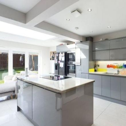 Rent this 3 bed house on Highworth Way in Purley on Thames RG31 6GP, United Kingdom