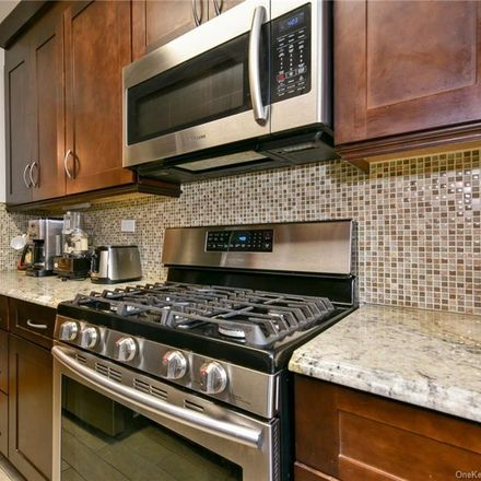 Rent this 1 bed condo on 629 Kappock Street in New York, NY 10463