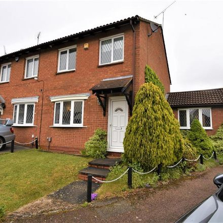 Rent this 3 bed house on Wootton Close in Luton LU3 3XD, United Kingdom