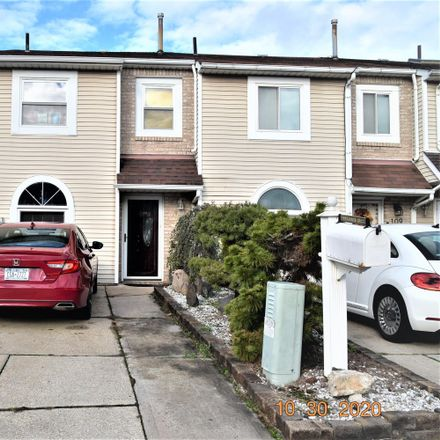 Rent this 3 bed townhouse on 111 Benjamin Drive in New York, NY 10303