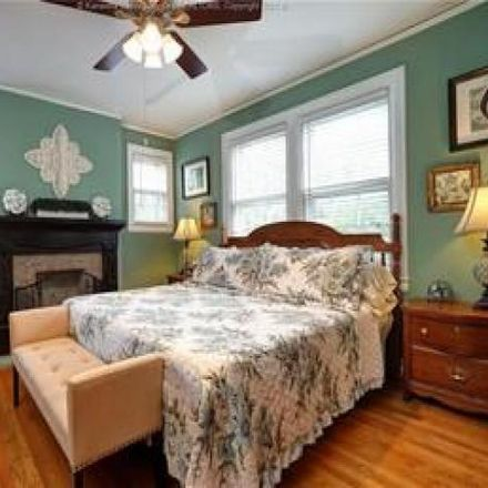 Rent this 4 bed house on 723 Red Oak Street in Charleston, WV 25302