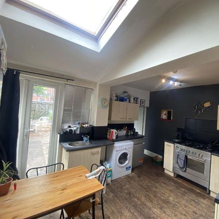 Rent this 6 bed room on 13 Link Road in Harborne, B16