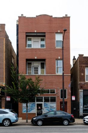 Rent this 2 bed townhouse on 1432 North Western Avenue in Chicago, IL 60645
