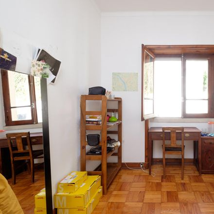 Rent this 5 bed room on Rua Trindade Coelho in 3000-031 Santo António dos Olivais, Portugal