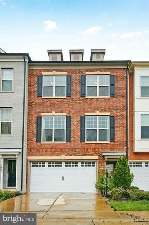 Rent this 4 bed townhouse on Fling Ct in Ashburn, VA