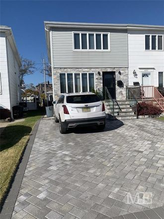 Rent this 3 bed house on 4220 Manhattan Avenue in New York, NY 11224
