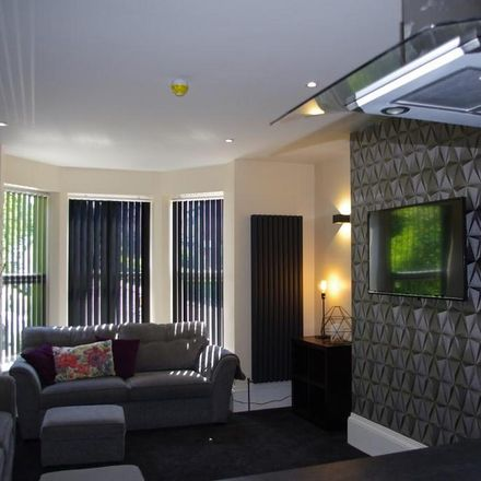 Rent this 8 bed house on The Crescent in Woodhouse Lane, Leeds LS6 1AF