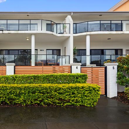 Rent this 3 bed apartment on 4/61 Broken Bay Road