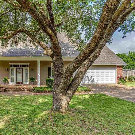 Rent this 3 bed house on 219 Ramblewood Drive in Brandon, MS 39042