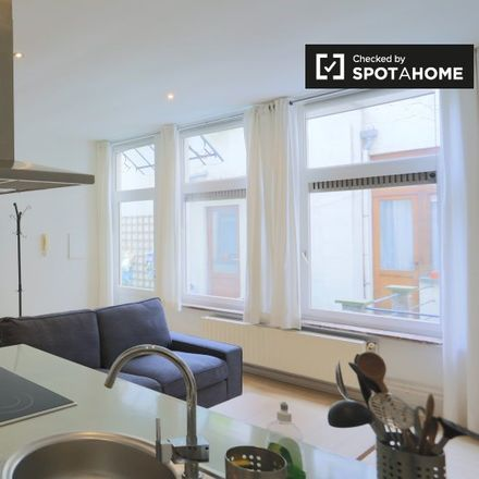Rent this 1 bed apartment on Rue Philippe de Champagne - Philippe de Champagnestraat 56 in 1000 Ville de Bruxelles - Stad Brussel, Belgium