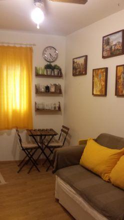 Rent this 2 bed room on Centro de estética Glenny in Calle de Veracruz, 13