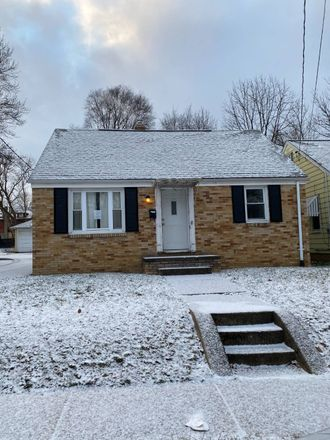 Rent this 3 bed house on 337 Monroe Street Northwest in Massillon, OH 44647