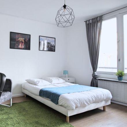 Rent this 1 bed room on 17 Rue Duret in 75116 Paris, France