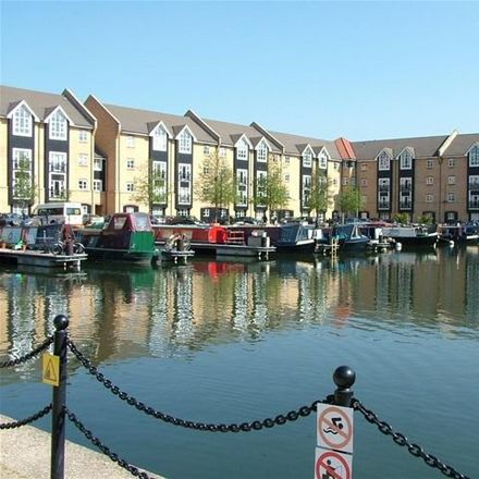 Rent this 2 bed apartment on Apsley Marina in Dickinson Quay, Dacorum HP3 9WX