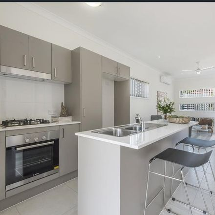 Rent this 3 bed townhouse on 30/20 OAKWOOD ROAD