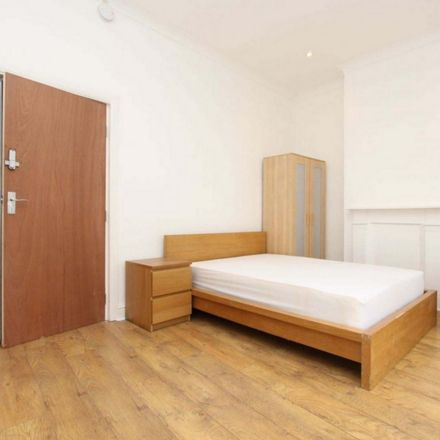 Rent this 4 bed room on 39 Pepper Street in London E14 9TD, United Kingdom