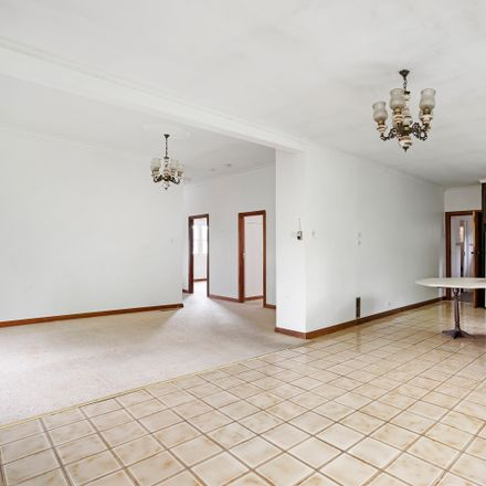 Rent this 3 bed house on 33 Acacia Street