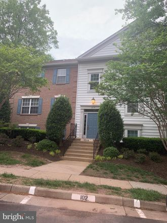Rent this 3 bed apartment on 12116 Greenway Court in Fair Oaks, VA 22033