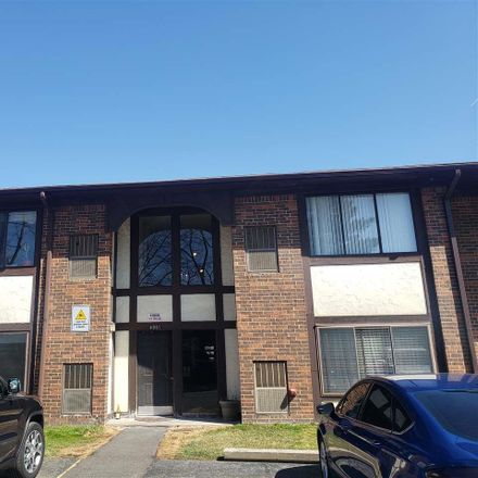 Rent this 2 bed condo on E 10 Mile Rd in Warren, MI