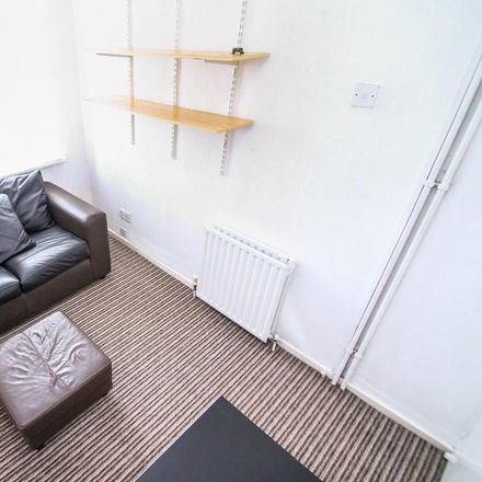Rent this 1 bed room on Featherbank Grove in Leeds LS18, United Kingdom