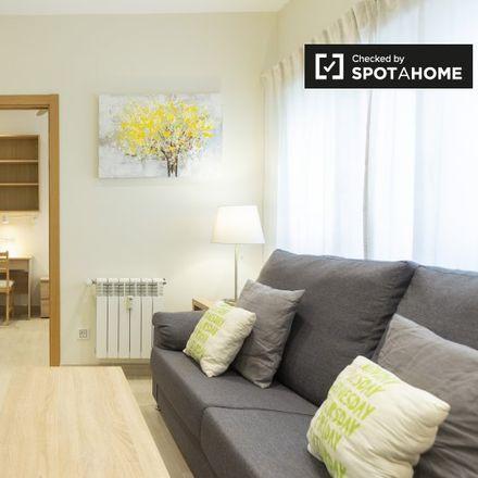 Rent this 2 bed apartment on Café & Té in Calle de María de Molina, 56