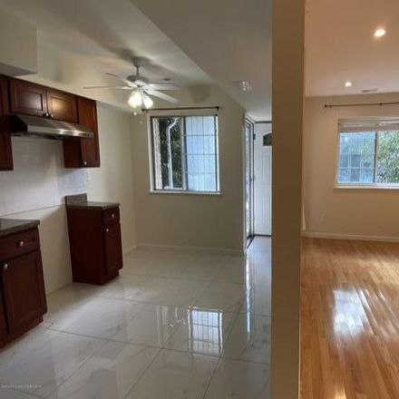 Rent this 3 bed condo on 15 Dreyer Avenue in New York, NY 10314