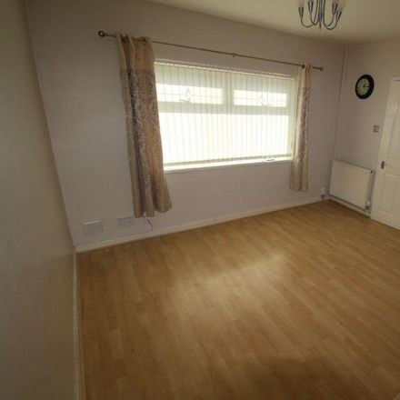 Rent this 3 bed house on Airlink Direct in 29 Sterrix Lane, Sefton L30 2PN