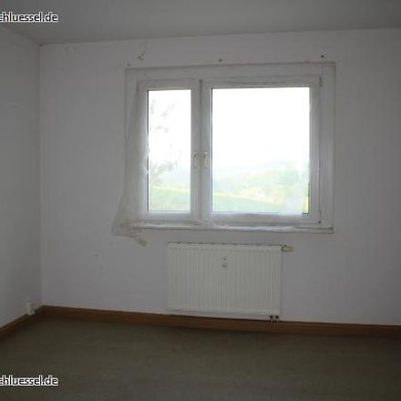 Rent this 3 bed apartment on 09430 Drebach