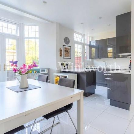 Rent this 3 bed house on Bowes Park in Hawthorn Avenue, London N13 4JU