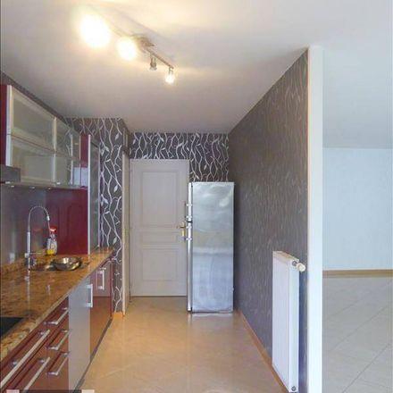 Rent this 3 bed apartment on Cafés J-Ladoux in Rue Lecourbe, 75015 Paris