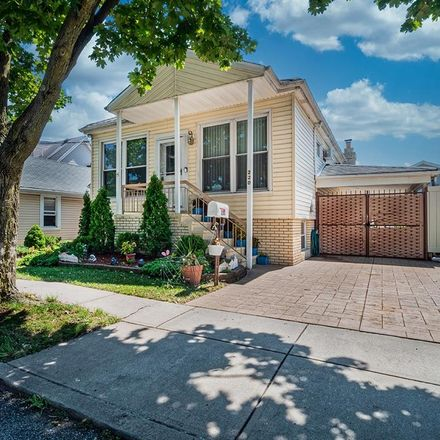 Rent this 3 bed house on 220 Moreland Street in New York, NY 10306