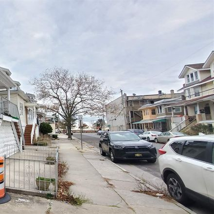 Rent this 5 bed house on 35 South Windsor Avenue in Atlantic City, NJ 08401