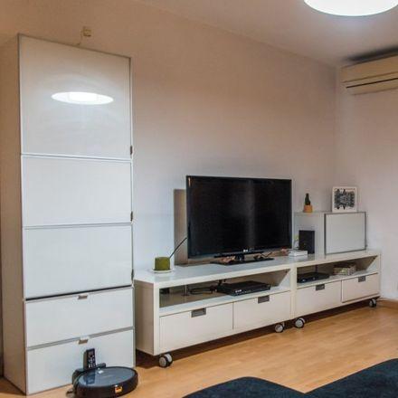 Rent this 2 bed apartment on Colegio Santiago Apóstol in Carrer del Doctor Olóriz, 36