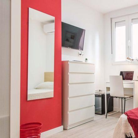 Rent this 5 bed room on Calle de Emilia Carsí in 46100 Burjassot, Spain
