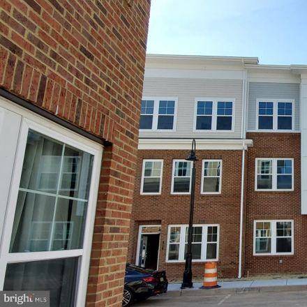 Rent this 5 bed townhouse on North Brunswick Township in 41 Audley Street, Middlesex County