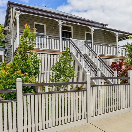 Rent this 4 bed house on 3/24 Henry Street